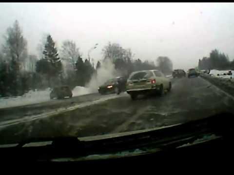 Водитель провоцирует массовую аварию