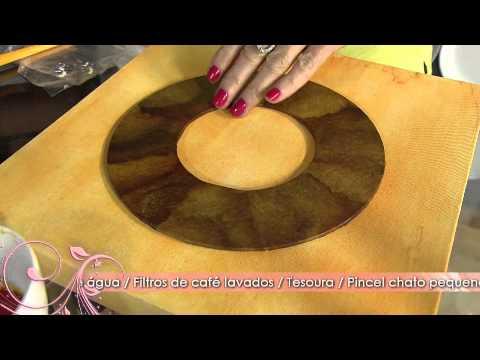 Faça um quadro decorativo com coador de café e pedrarias!