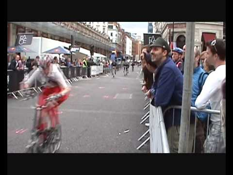 Htc Smithfield Nocturne 2010: Folding Bike Race video