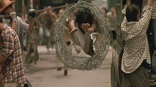 Ong Bak (2003) Tony Jaa Persecucion Scene