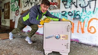 ABANDONED SAFE!! (CAN I MOVE IT)