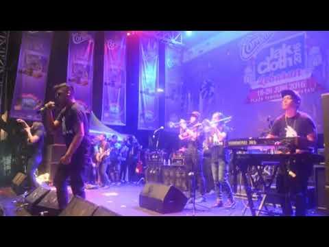 Download SOULJAH - 1 FREKUENSI Live di Senayan Mp4 baru