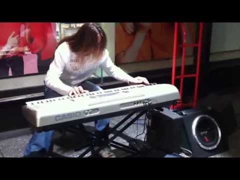 Busker (Izera) rocking out on a Casio keyboard - Hindley St, Adelaide 09/09/2010 [720p]