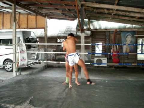 Muay thai training - Lot Rouang clinch training for Channel 3 fight Image 1
