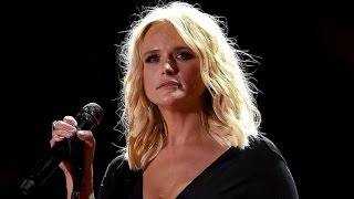 Download Lagu Miranda Lambert Cries Onstage While Performing Song Written With Ex-Husband Blake Shelton Gratis STAFABAND