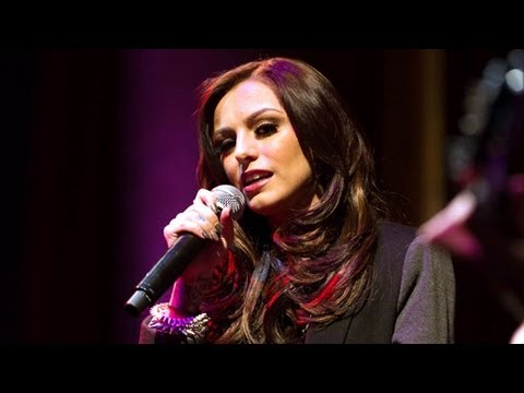 ‪Cher Lloyd‬ Sings Katy Perry's