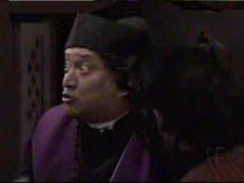 Chabela se las ofrece al Sr. Obispo