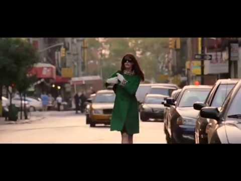El Diablo viste a la Moda # Trailer Español