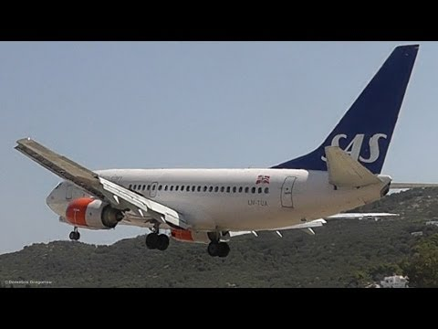 Pilot PLAYING with a Real 737! Empty Aircraft Waving with Ailerons and Short Landing!