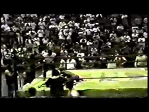 "Jose ""Pelé"" Landi-Jons vs Moura Desafio Chute Boxe Capoeira"