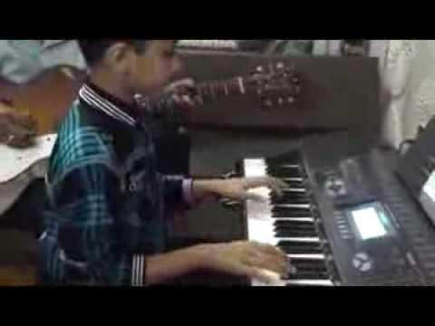 Om Milind Shimpi on Keyboard Geet Gata Hu Mai