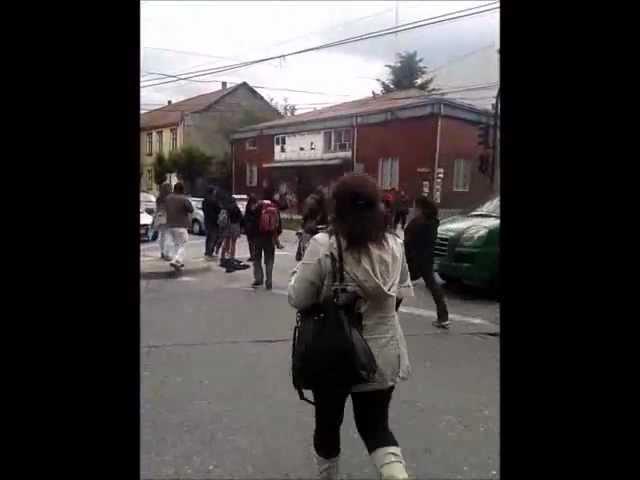 Un video registró a un carabinero golpeando a una mujer en Puerto Montt
