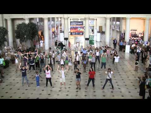 Girl Scout Flash Mob in Union Station