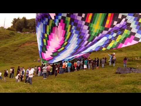 Elevando globo de 10.400 pliegos