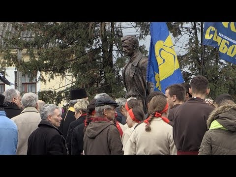 Лідер свободівців Олег Тягнибок приїхав у Житомир на відкриття пам'ятника Ольжичу