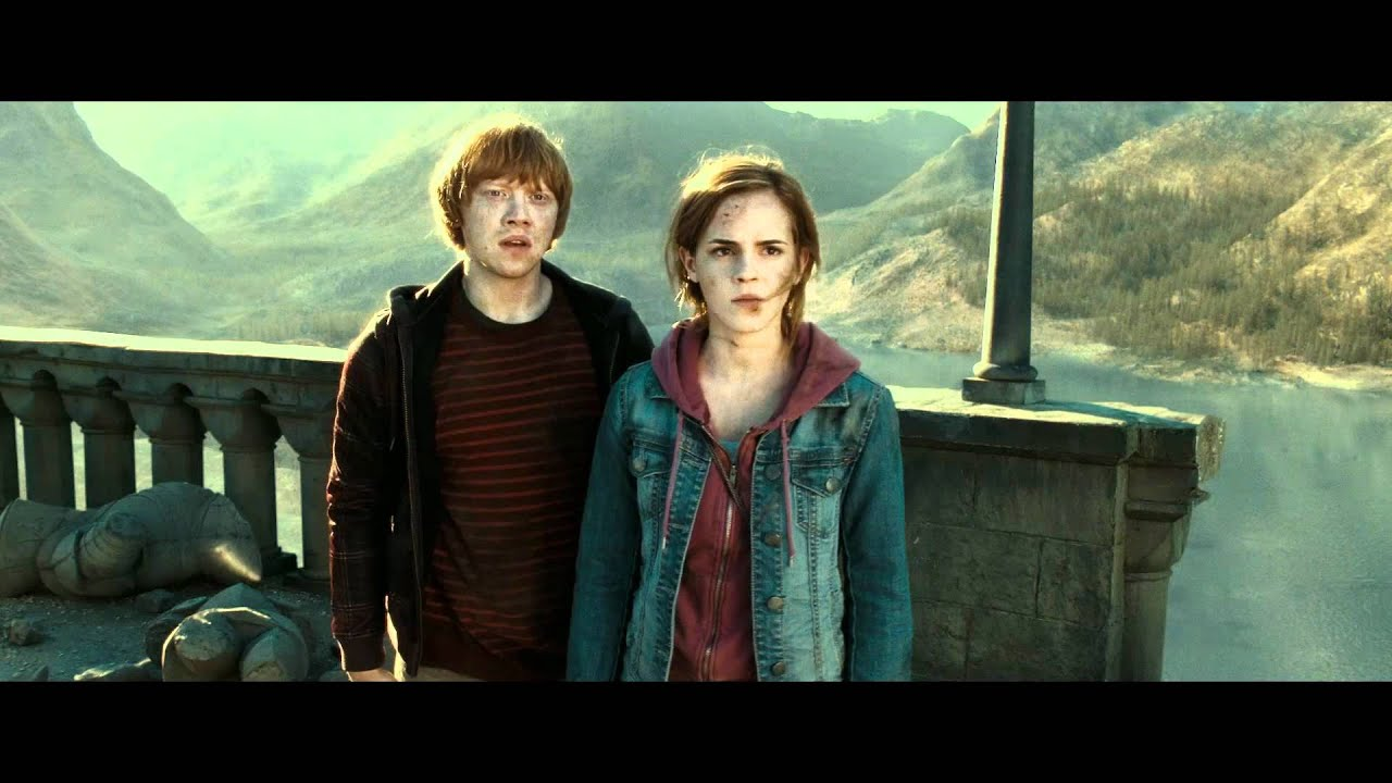 Daniel Radcliffe and Emma Watson share Harry Potter kiss