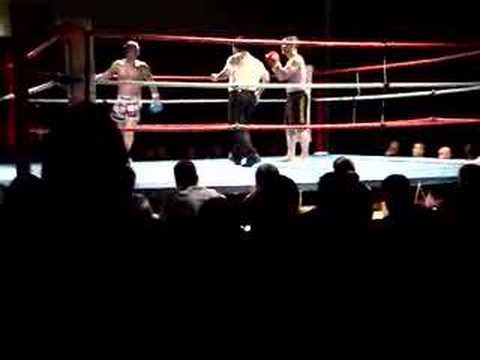 Redrum's first Muay Thai boxing fight - Round 3