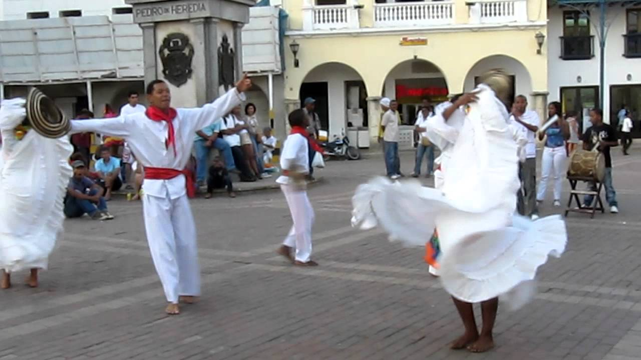 Traditional Dancing In Cartagena Colombia Cumbia Youtube