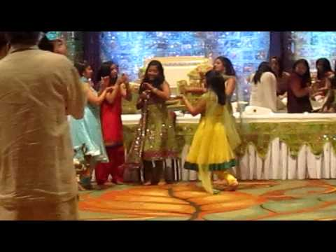 Rashmi's Mehndi Rasam Dance video