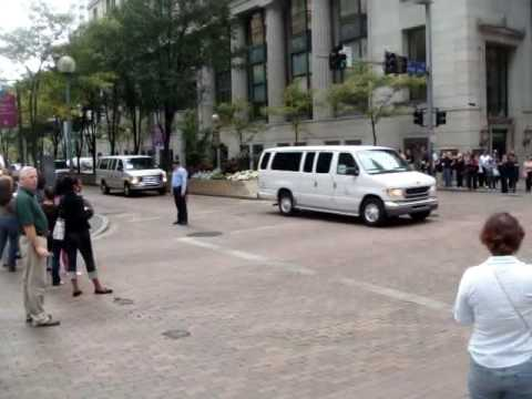 President Barack Obama drives into pittsburgh for g20 2009