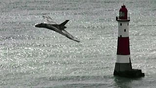🇬🇧 Vulcan XH558 Beachy Head Flypast, Eastbourne.