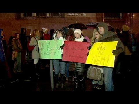 """فيديو لشرطة المجر للتوعية ضد الاغتصاب…""""النساء هن السبب"""""""