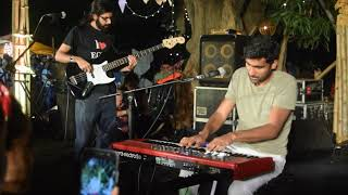 Prateek Kuhad performs Tum Jab Paas Aati ho || The Lil Flea Delhi