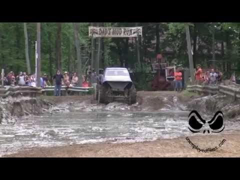 Fast Trucks return to Michigan Mud Bog 2014, crazy fast!!