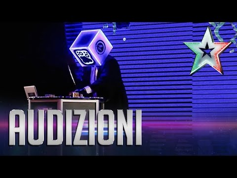 Roberto, l'avanguardia dell'elettronica | Italia's Got Talent 2015