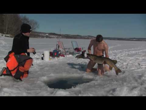 Extreme hand fishing under ice!