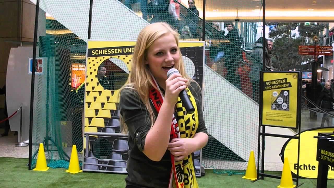 Jo Marie singt Leuchte auf mein Stern Borussia - YouTube
