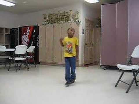 Little boy dancing Beyoncé thumbnail