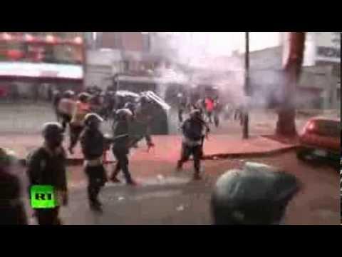 Venezuelan police disperse violent crowd after mass anti govt protest VIDEO — RT News