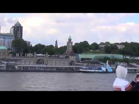 Hafenrundfahrt in Hamburg mit der Mein Schiff 5 - Hotel Hamburg Hafen Landungsbrücke