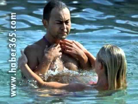 Serdar Ortaç Ve Güzel sevgilisinin Havuz keyfi