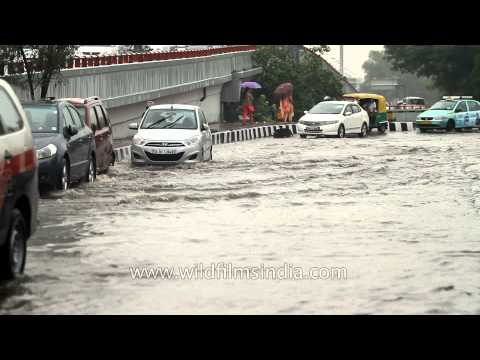 Delhi comes to standstill - Heavy rains in North India