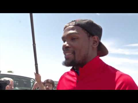 Kevin Durant Visits The Tornado Disaster Area In Oklahoma After Donating $1 Million To Help The Victims!