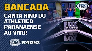 Bancada do FOX Sports Rádio canta hino do Athletico Paranaense ao vivo