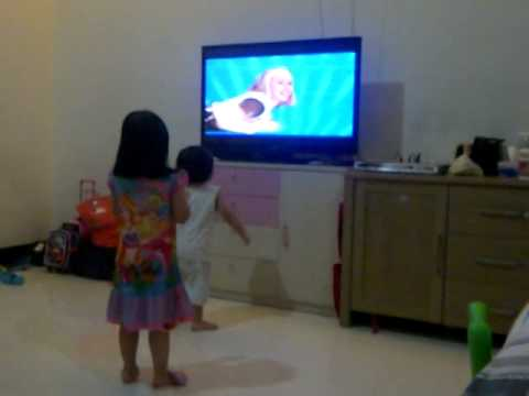 Miley & mikha singing hi5