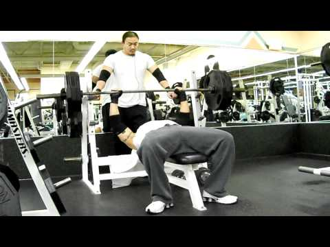 hmong benching 315 lbs x6 reps my body weight @ 180 lbs