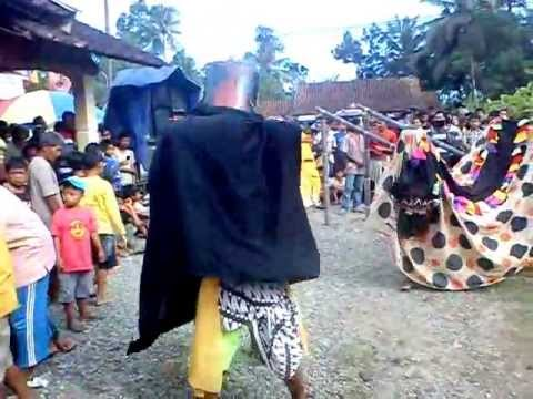 Barongan Kuda Lumping (ebleg) Tugu video