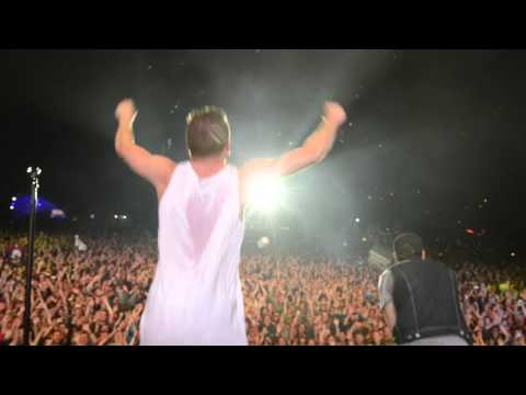 MACKLEMORE TAKES THE ICE BUCKET CHALLENGE FOR ALS!