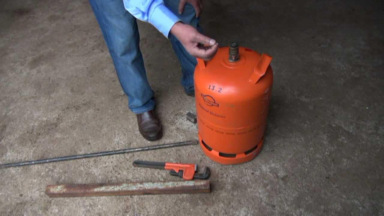 Bombona de butano como extraer la valvula youtube for Tanque de gas butano