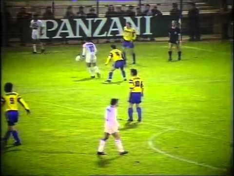 27e journée de Division 1 de la saison 1990/1991, 12 mars 1991. Auxerre - Sochaux : 4 - 1. Buts de Enzo Scifo (x3) et William Prunier pour Auxerre, Eric Dewilder pour Sochaux. Interview de...