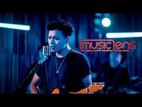 Download Rendy Pandugo – I Don't Care Lens Live Session Mp4 baru