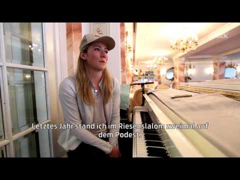Mikaela Shiffrin am Klavier und im Interview