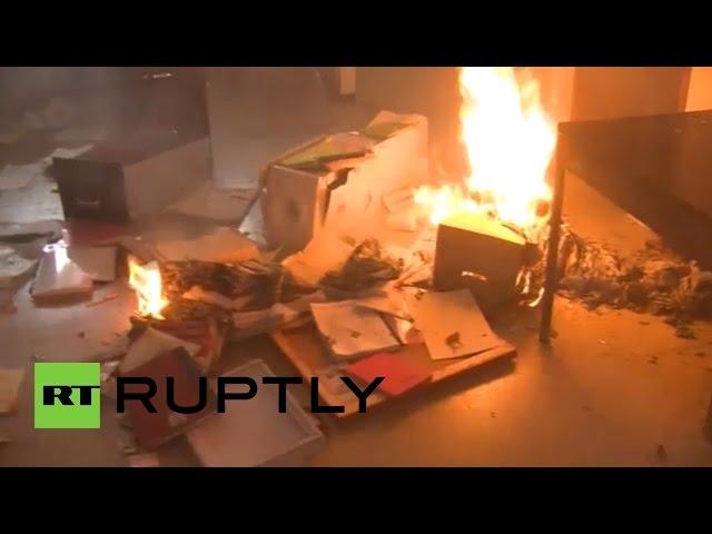 Протестующие в Мексике преподаватели подожгли здание парламента штата Герреро