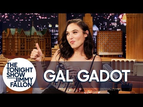Cover Lagu Gal Gadot Tries a Reese's Peanut Butter Cup for the First Time