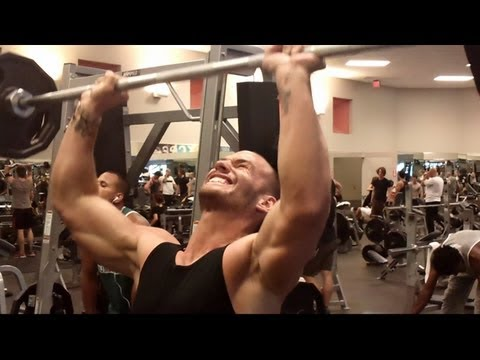 Gold`s Gym Training Part 3 - Schulter Training/1 - LA Fitness
