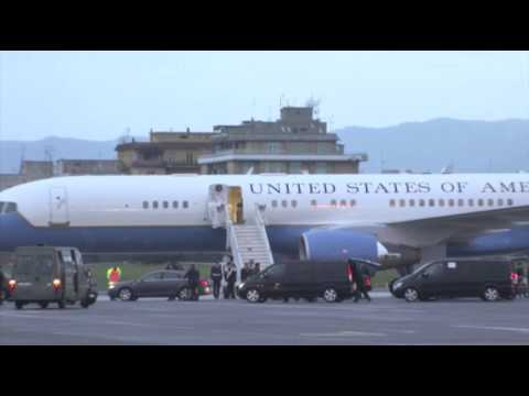 Raw: Kerry Stops in Italy Before Mideast Trip